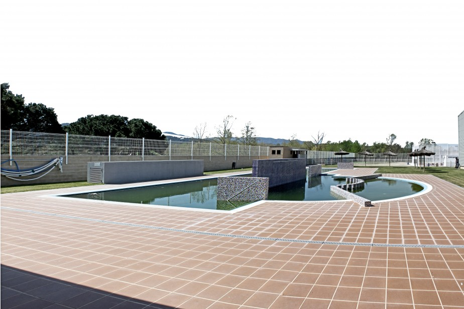 Piscina municipal hostalric tematic arquitectura for Piscina municipal girona